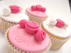 A_Shade_of_Pink_Cupcakes_by_meechan