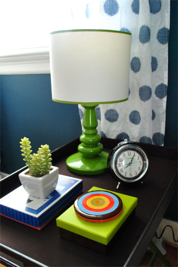 Guest-side-table
